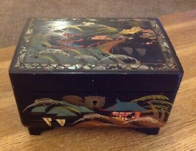 Beautiful Vintage Japanese Lacquer  Jewellery Box