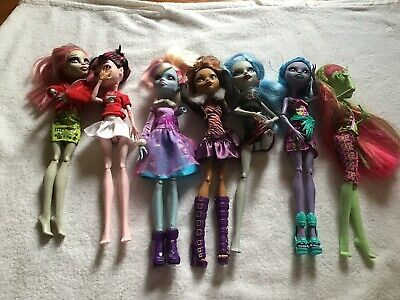 monster high dolls. Missing Limbs. Decent Condition. Perfect For Customisers!