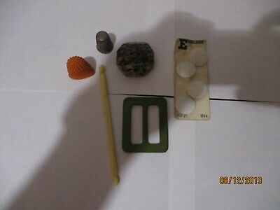 Small Lot Of Vintage Sewing Items  Collectables Thimble,Buttons etc