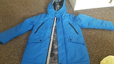 next bran new boys coat  size 9 year very nice blue colours