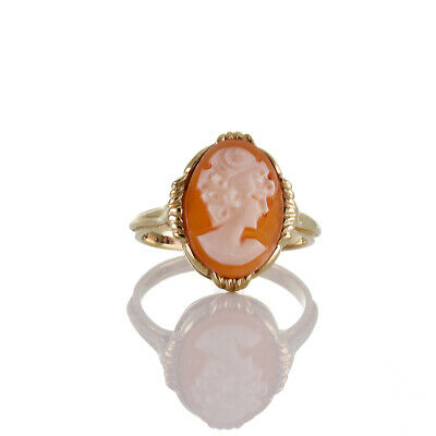 Finest Vintage Ring Made of Gold 333 = 8k and Shell Gem Cameo Motif Grazie
