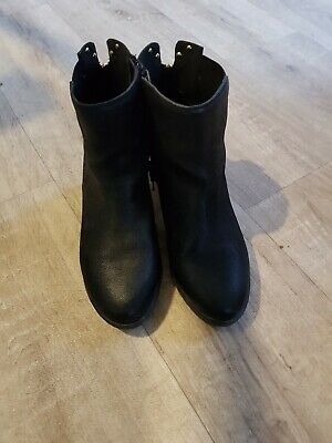 Girls RIVER ISLAND SZ 2 BLACK BOOTS with gold zip detail.