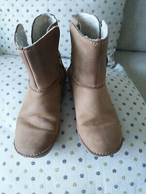 Clarks Artisan Fantastic Tan Leather Ladies/Older Girls Boots Size 3D Lovely Con