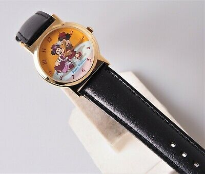 Nice Minnie and Mickey Mouse Happy Holidays Watch