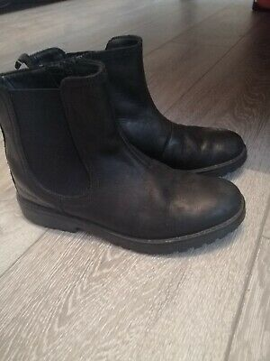 Girls Clarks Black Leather Chelsea Boots Size 1F Good Condition