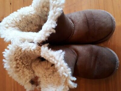 Girls Bailey Button Ugg Boots Size 13