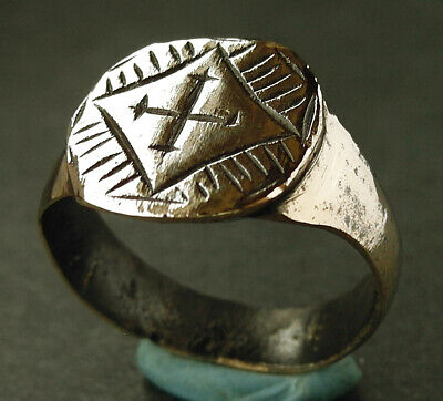 A beautiful genuine Medieval bronze ring with Crusaders cross