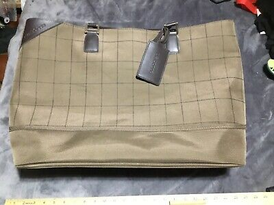 Liz Claiborne Large Carry On Bag. Great Condition.