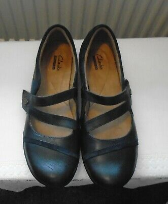 Gently Used Ladies Blue Suede Leather Clarks Comfort Shoes Size 7D