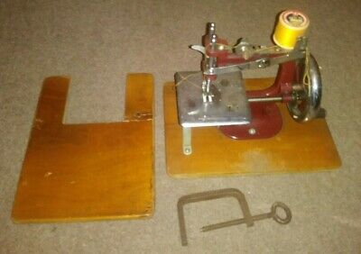 Vintage - 1950's Toy Sewing Machine Essex Miniature