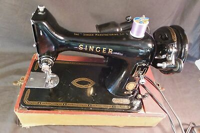 Beautiful SINGER VINTAGE 99k Sewing Machine - Outstanding Condition