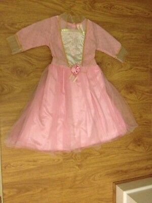 A nice fancy dress for little girls size medium (5-7 years old). Worn once.