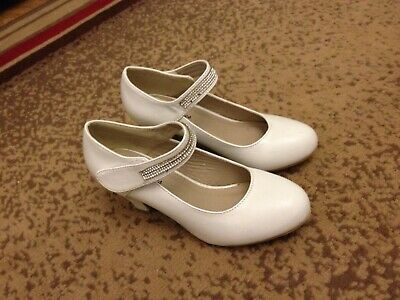 A nice pair of shoes for little girls size 1 UK . Worn for two hours.