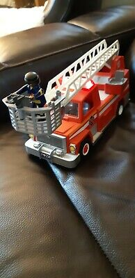 playmobil 5682 fire engine with rescue ladder and lights