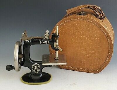 Antique Singer Model 20 Toy Sewing Machine w/Case