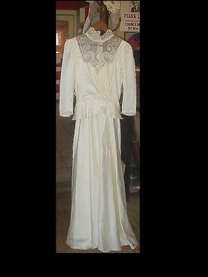 Vintage 1960's Union Made Tag Ivory WEDDING DRESS / GOWN Size 10