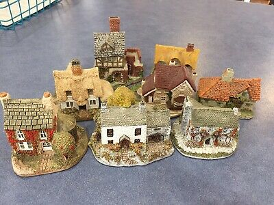 8 Collector miniatures including 4 Lilliput Lane. Excellent used condition