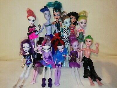 Monster High Bulk - Cupid, Batsy, Ari, 2 Mansters, & Ghouls. ADD ON FUN PACK!