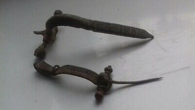 Two Ancient Roman Fibulae (Brooches) In Good Condition