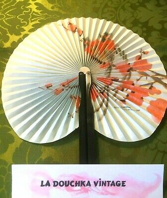 VINTAGE 1960s SMALL FOLDING HAND FAN~ BEAUTIFUL CHINESE BIRDS ~PAPER & METAL~NEW