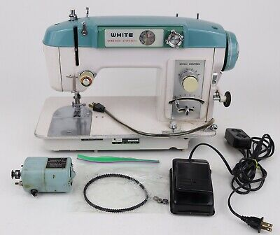 FOR PARTS/REPAIR Vintage White Model 940 Household Sewing Machine - NOT WORKING