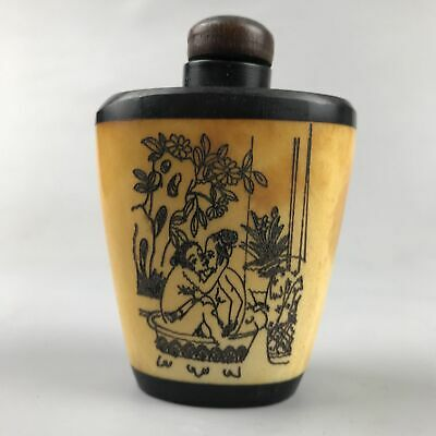 The Chinese bone snuff bottle is purely hand-painted