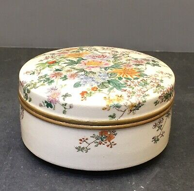 Elegant Japanese Meiji Satsuma Lidded Box, Signed