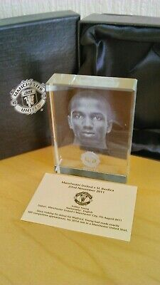 Young Boxed Paperweight Man Utd V Benfica Vip Gift 2011/2012