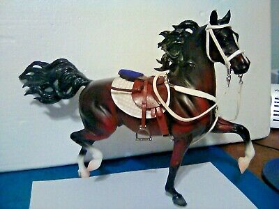 #472 (1999) Breyer Traditional 'HUCKLEBERRY-BAY' & A CM-white leather, bridle, &