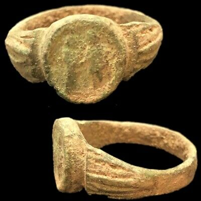 Ancient Roman Bronze Ring With Two Figures - 200-400 Ad (12)
