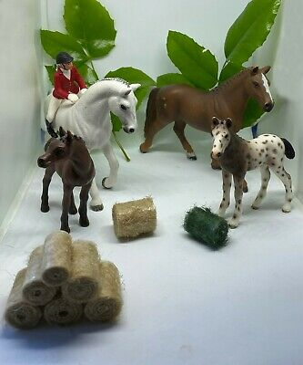 Schleich horse bundle, two horses, two foals, rider and Imitation hay bales