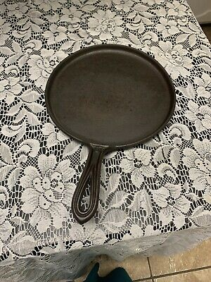 Vintage Unmarked No. 8  Round Cast Iron Griddle With Heat Ring And Gate Mark