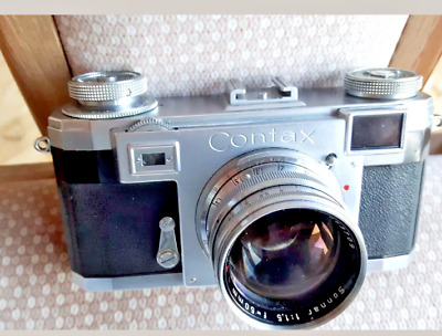 Contax IIA camera .  Zeiss Sonnar 1,5/50mm red T
