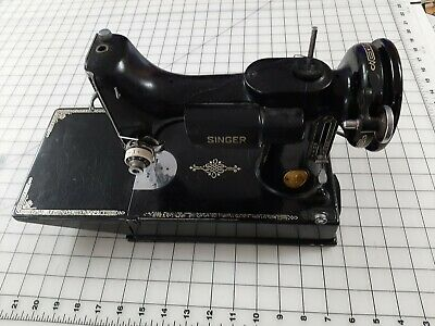 SINGER Featherweight Sewing Machine Seems to work but no cord / pedal
