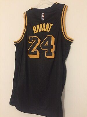 Maillot Los Angeles Lakers Kobe Bryant Taille L Edition Black Mamba #8 #24