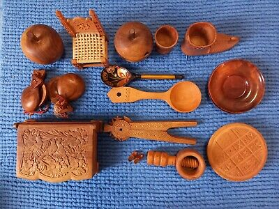 Collection of 15 items of vintage woodenware/treen originating from Europe