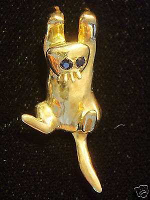 CAT HANGING CAT SAPPHIRE EYES 14 kt  YELLOW GOLD  NEW