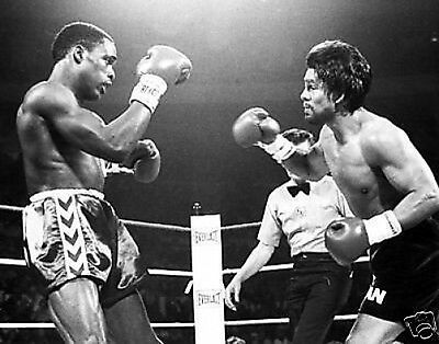 Roberto Duran v Moore #2 Action 10x8 Photo
