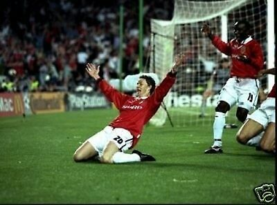 SOLSKJAER Celebrating GOAL Man Utd 10x8 Photo