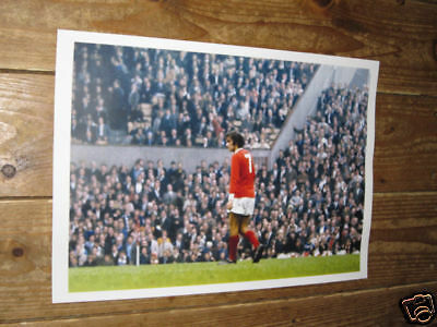 George Best Man Utd On Pitch POSTER