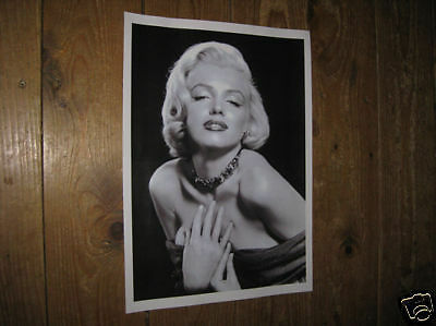 Marilyn Monroe Awsome New POSTER Chain