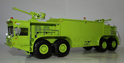 1:50  Oshkosh P-15 Truck (ARFF) - BUILT resin model