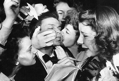 Frank Sinatra Poster, Young Singer & Actor, Mobbed & Kissed by Girls