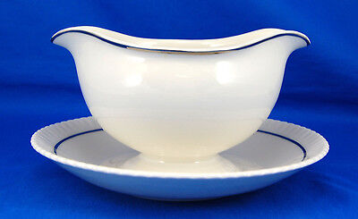 Syracuse China SHELLEDGE PLATINUM Gravy Boat and Attached Underplate 7.5 in.