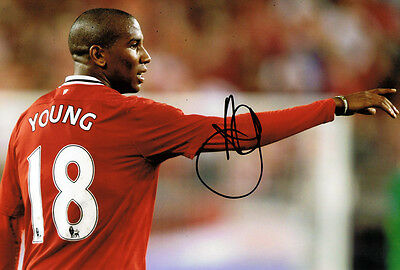 Ashley Young GENUINE SIGNED Autograph Manchester United FC 12x8 Photo AFTAL COA