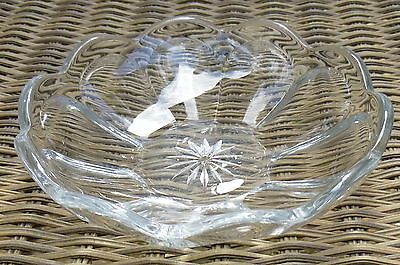 "Colonial Puritan Cut Star Signed Diamond H Small 5.5"" Berry Bowl"