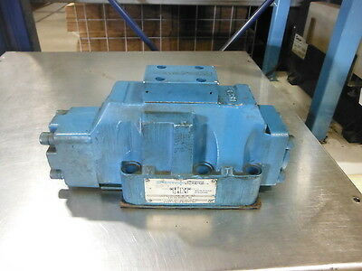 VICKERS DIRECTIONAL CONTROL VALVE DG3S 8 2A W B 10 ~ Used