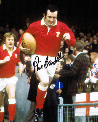 Phil Bennett IN PERSON SIGNED AUTOGRAPH Wales Rugby Legend 10x8 Photo AFTAL COA
