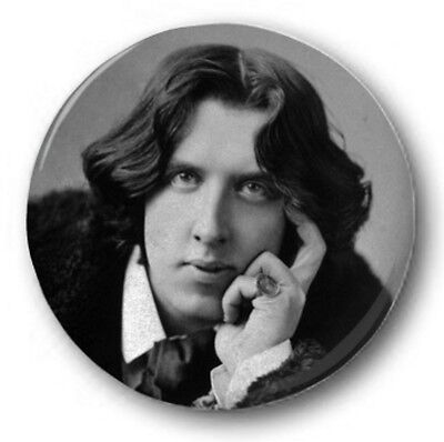 "OSCAR WILDE - 25mm 1"" Button Badge - Novelty Cute Leaning"