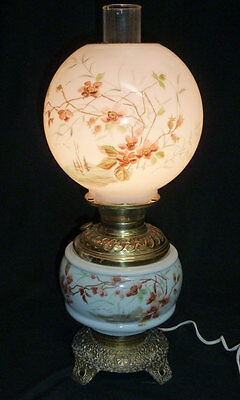 48516 ANTIQUE 1890s GWTW HAND PAINTED MILK GLASS & BRASS PARLOR LAMP ELECTRIFIED
